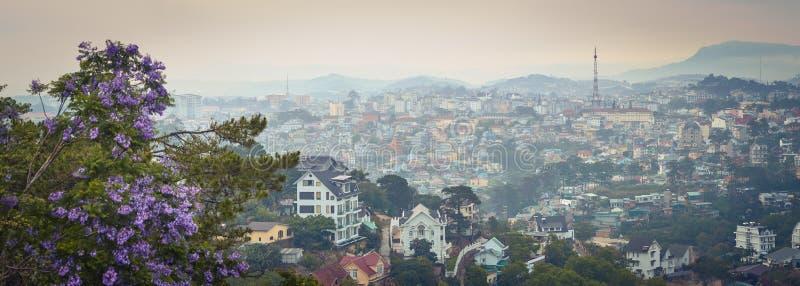Vietnam liten cityscape f?r Paris Da Lat H?rlig sikt av Dalat, Vietnam panorama arkivbilder