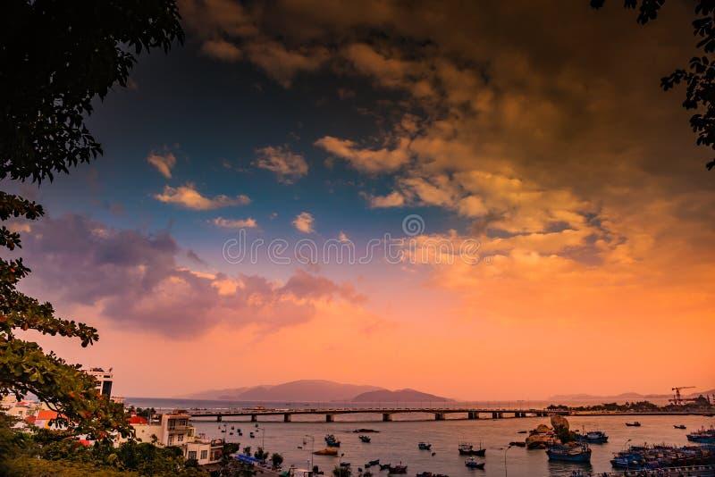 Vietnam Nha Trang Vista del río Kai y de la ciudad imagenes de archivo