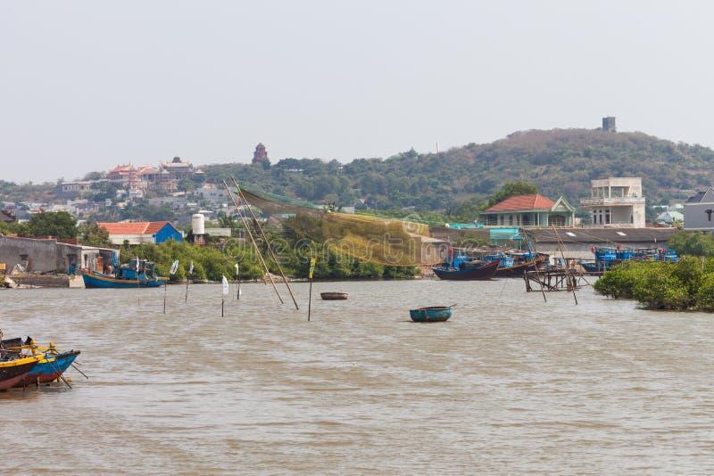 Vietnam, red de pesca y barcos cerca de Mui Ne fotos de archivo
