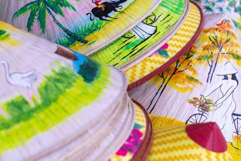 Vietnam säljs traditionella souvenir in shoppar på gamla Hanoi arkivbilder