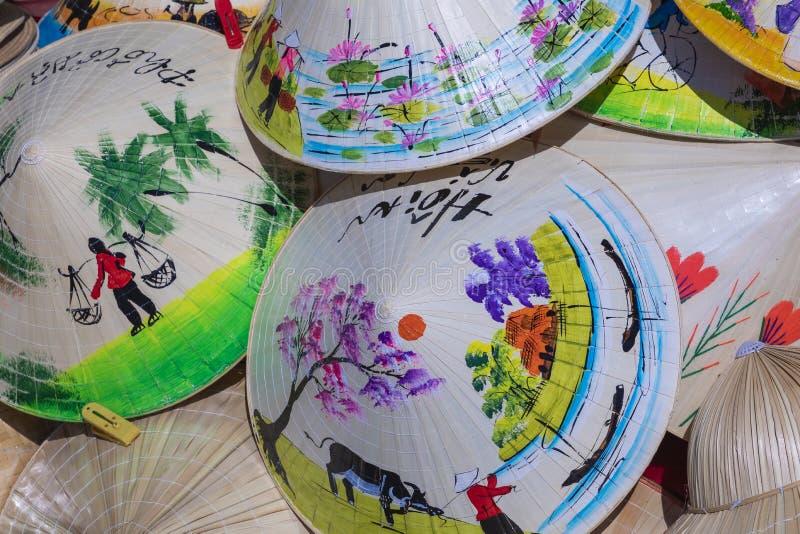 Vietnam säljs traditionella souvenir in shoppar på gamla Hanoi royaltyfria bilder