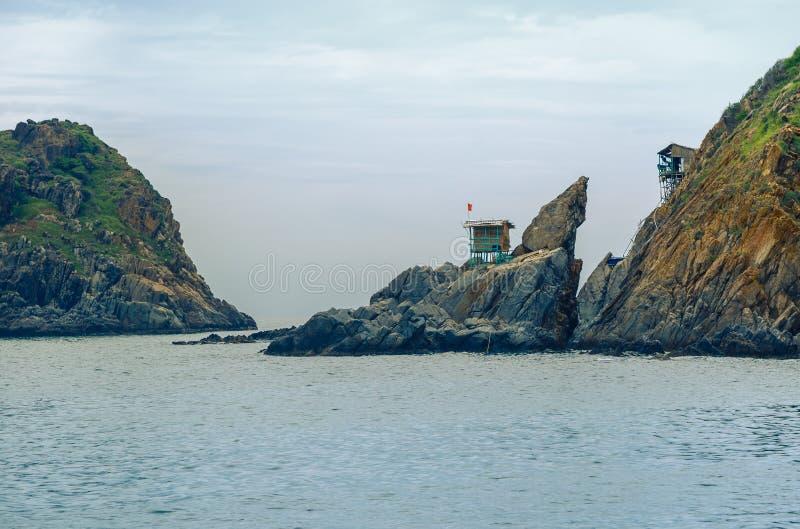 Vietnam staden av Nyachang - Juni 17, 2013: sydkinesiska havet, den skonare att närma sig dobblet arkivfoton