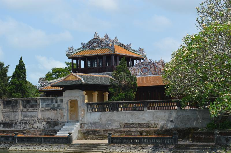 Vietnam - ton - inom citadellen - thailändska facklau-kejsare som läser rum-sida sikt fotografering för bildbyråer