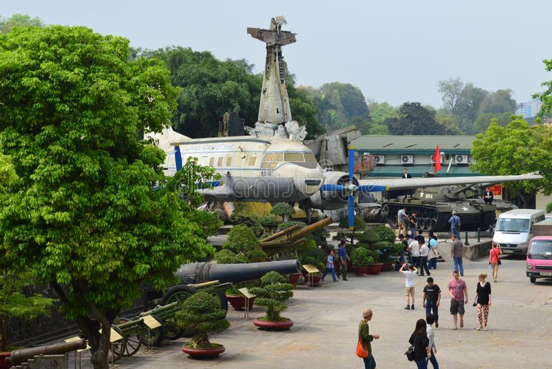 Vietname - Hanoi - museu militar - vagabundos Dinh District - aviões na exposição fotos de stock
