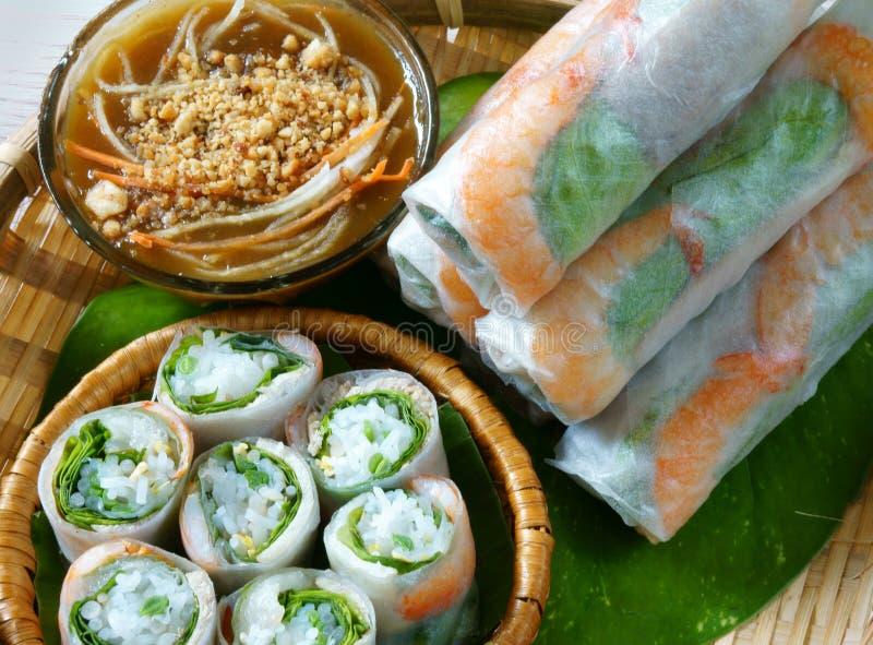 Vietnamees voedsel, goi cuon, saladebroodje stock fotografie