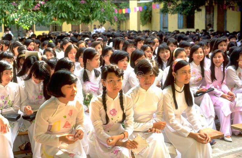 Vietnames高中girs和男孩的最后的庆祝的在河内 图库摄影