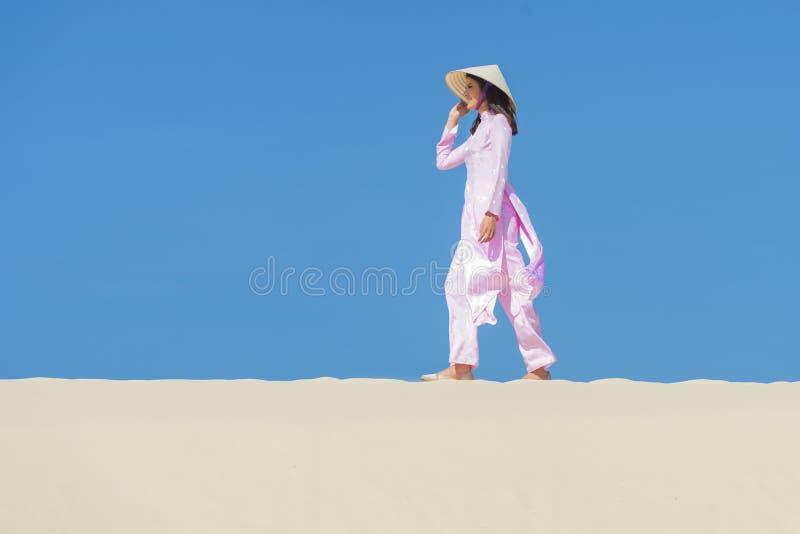 Vietnamese Ao daikleding royalty-vrije stock foto