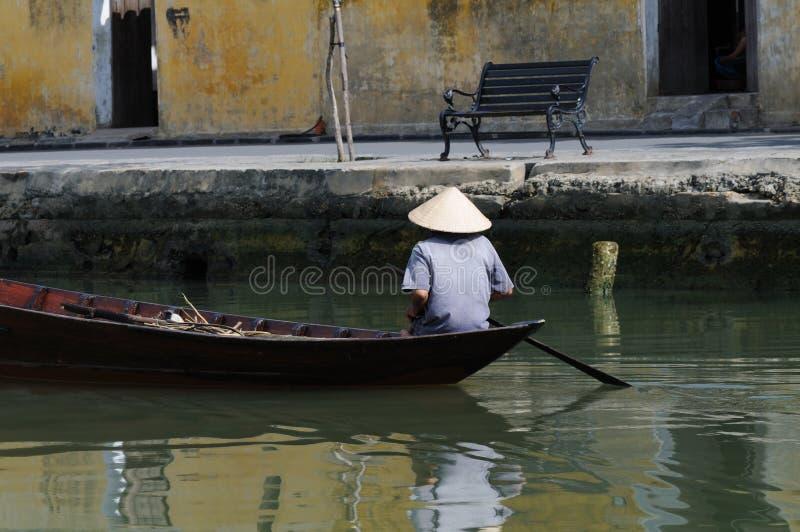 Vietnamese boatman royalty-vrije stock afbeeldingen