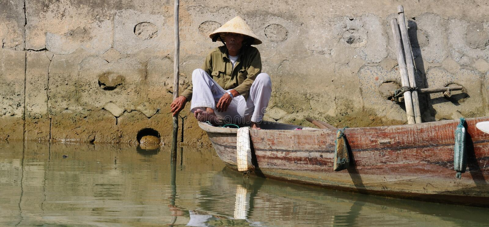 Download Vietnamese boatman editorial image. Image of asian, traditional - 20701450