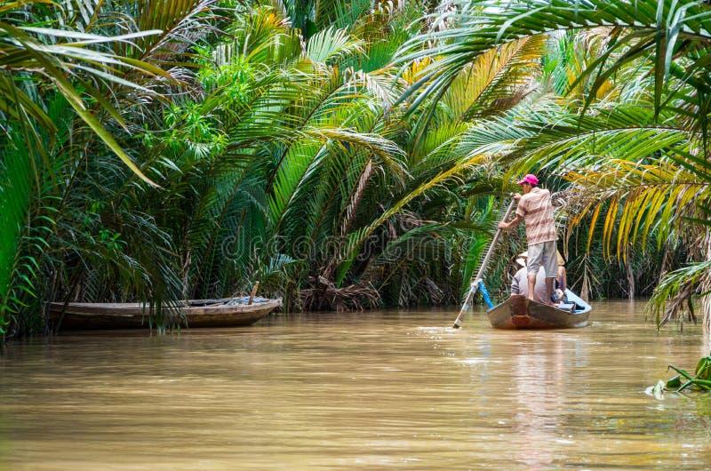 Vietnamese boatman in de Mekong Delta royalty-vrije stock afbeelding