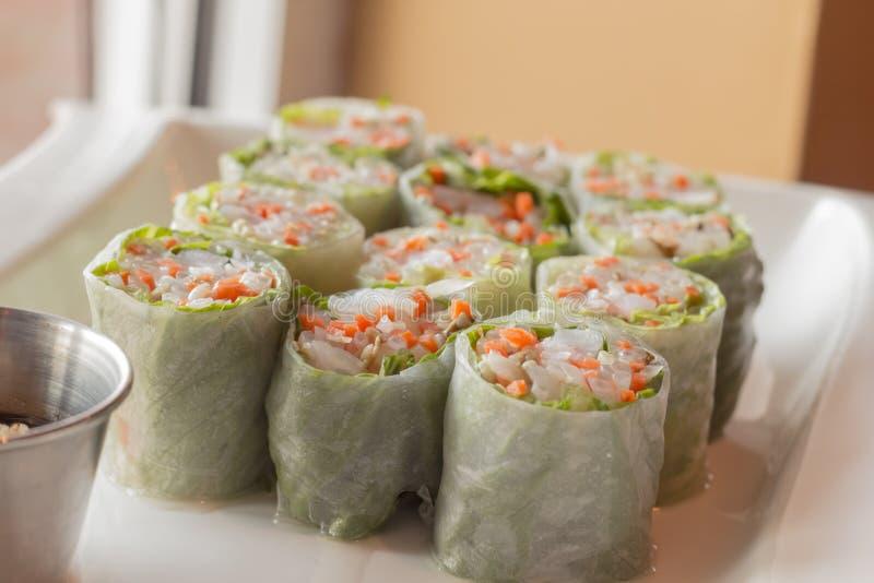 Download Vietnamese De Lentebroodjes Stock Afbeelding - Afbeelding bestaande uit broodje, gesneden: 54092317