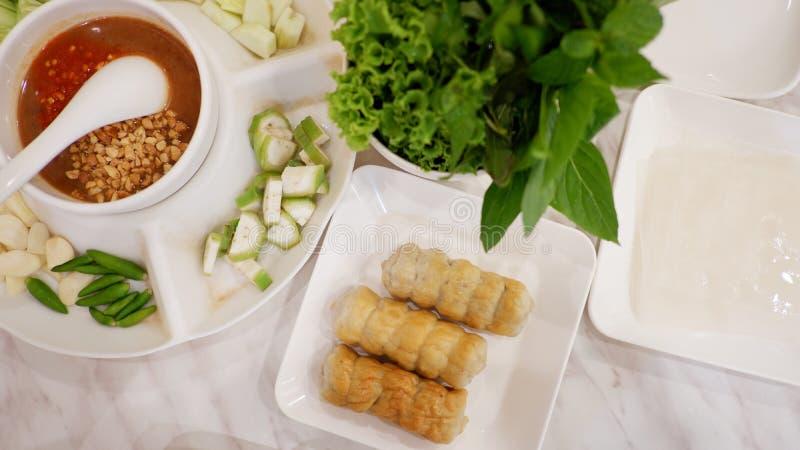 Vietnamese geplaatste vleesballetjeomslagen stock foto