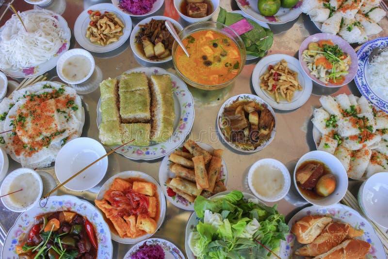 Vietnamese grote maaltijd op Tet-Vakantie stock foto