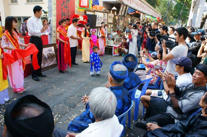 Vietnamese kalligrafie eerlijke, traditionele ceremonie stock fotografie
