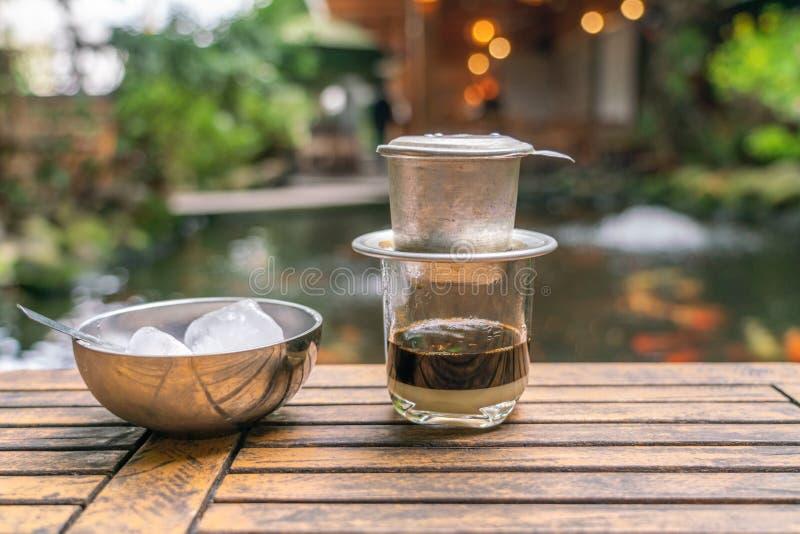 Vietnamese stijl van de druppel de zwarte koffie royalty-vrije stock afbeeldingen