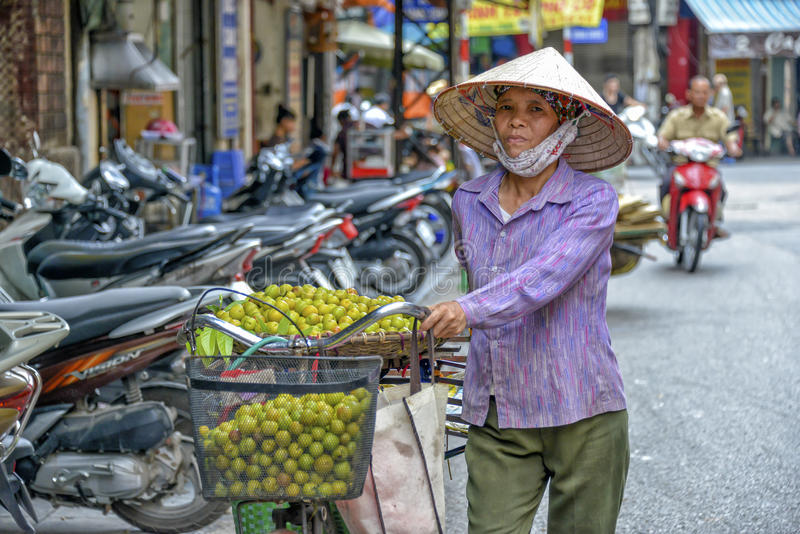 Vietnamese straatventer in Hanoi royalty-vrije stock afbeelding