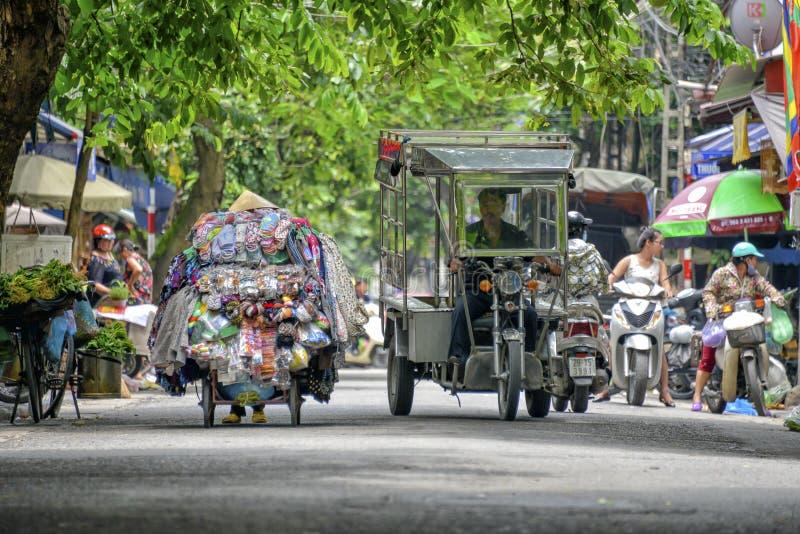 Vietnamese straatventers in Hanoi royalty-vrije stock afbeeldingen