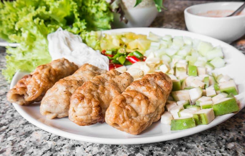 Vietnamese vleesballetjeomslagen met groenten (nam-Neaung) stock fotografie