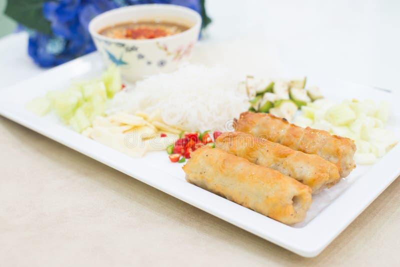 Vietnamese vleesballetjeomslagen met groenten (nam-Neaung) Thaise foo royalty-vrije stock foto