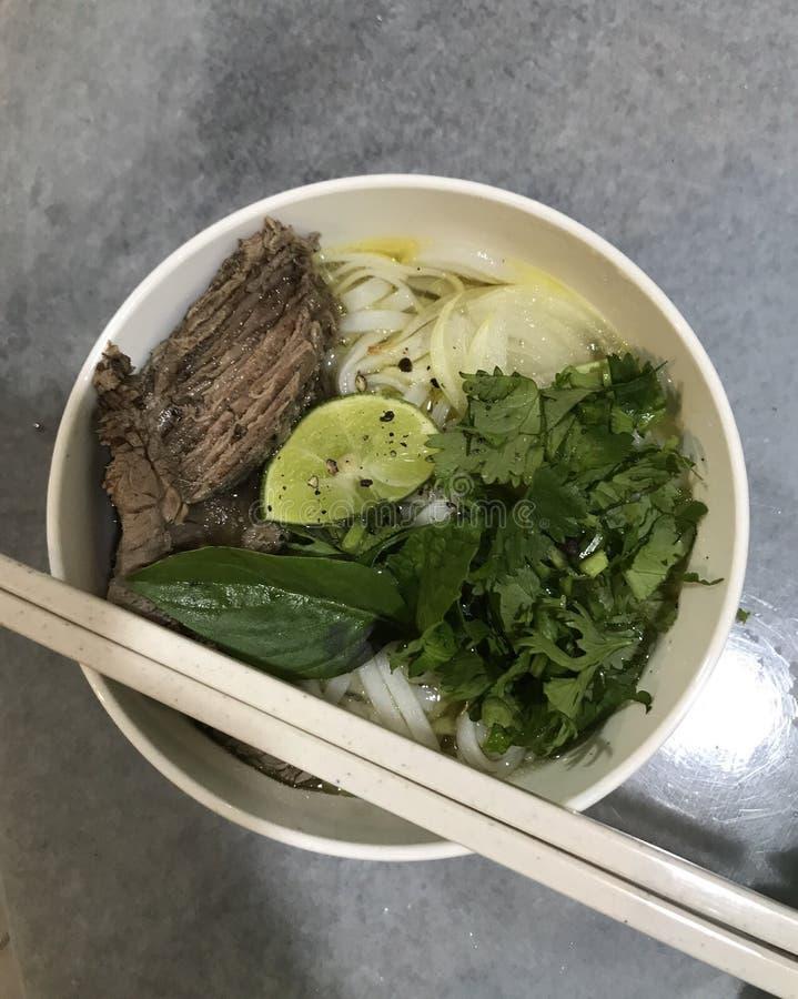 Vietnamesische Suppe in einer Schüssel stockfoto