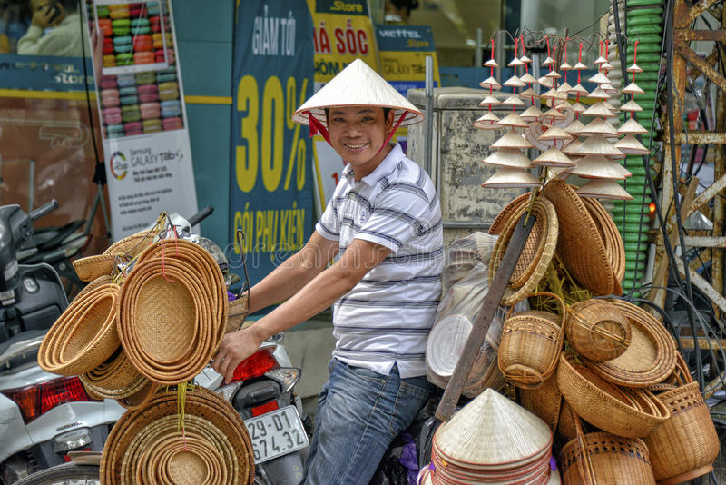 Vietnamesischer Verkaufsmann in Hanoi stockfotografie