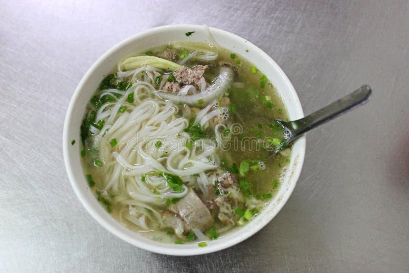Vietnamesisches Straßenlebensmittel traditionelles Hanoi-Rindfleisch Pho lizenzfreies stockfoto