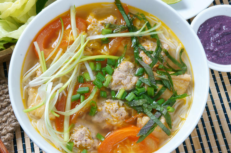 Vietnamesisk mat, bullerieu, bunrieu, Vietnam äta arkivfoto