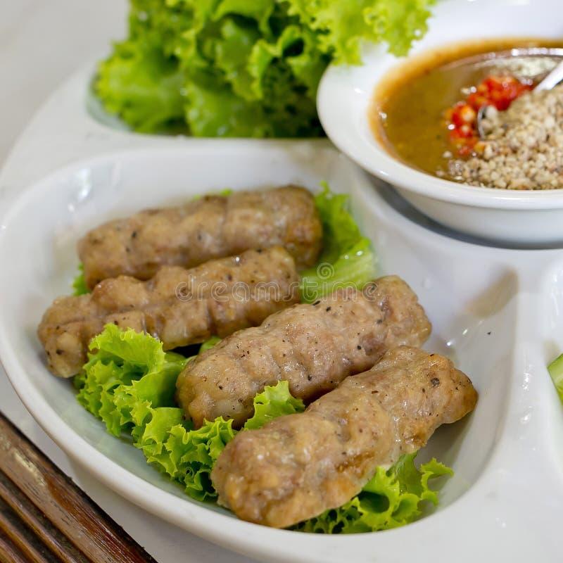 Vietnamesiska köttbullesjalar (Nam Neung) arkivfoton
