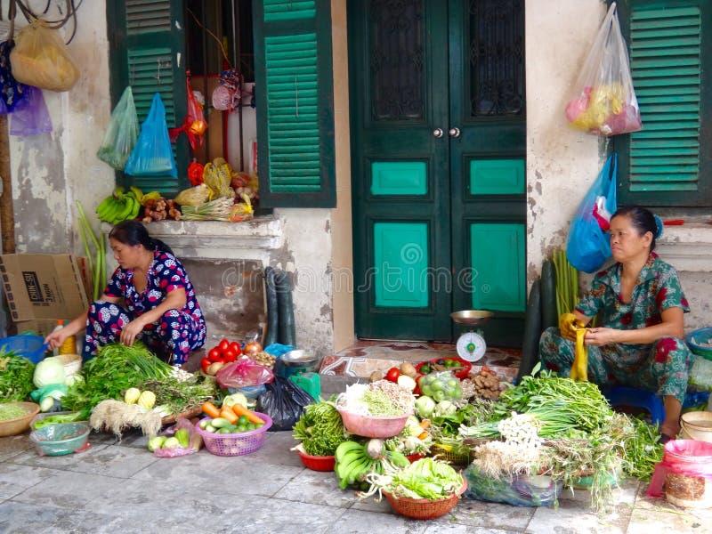 vietnamesiskt fungera för kvinnor royaltyfri bild