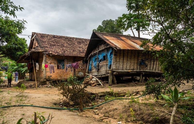 Vietnamesiskt lantgårdbyhus royaltyfria bilder