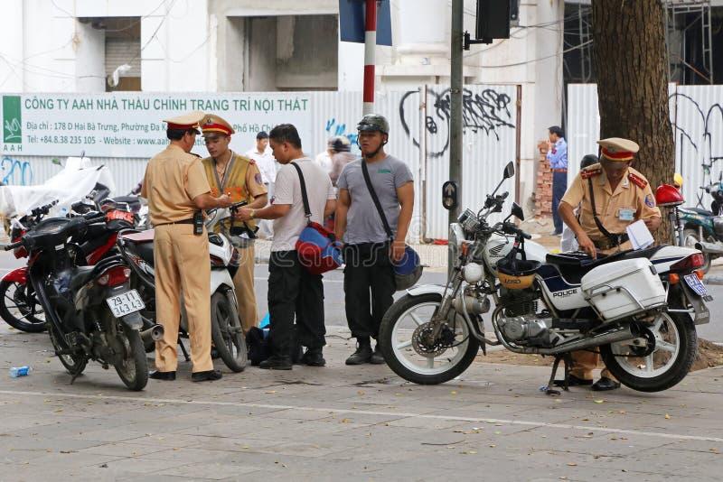 Vietnanese警察举办的检查 免版税图库摄影