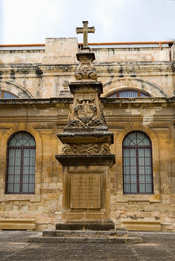 Vieux église et monument de Malte image libre de droits