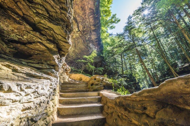 Vieux équipe la colline Ohio de Hocking de caverne image stock