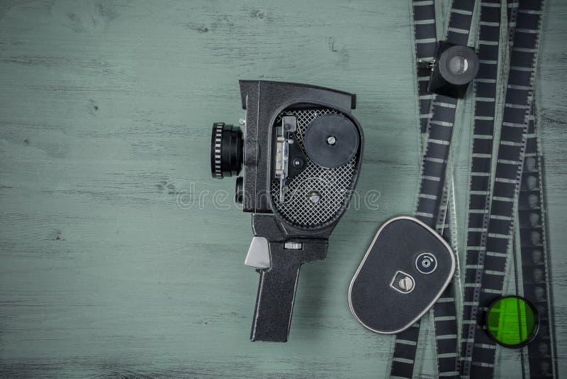 Vieux appareil-photo et film de film photo libre de droits