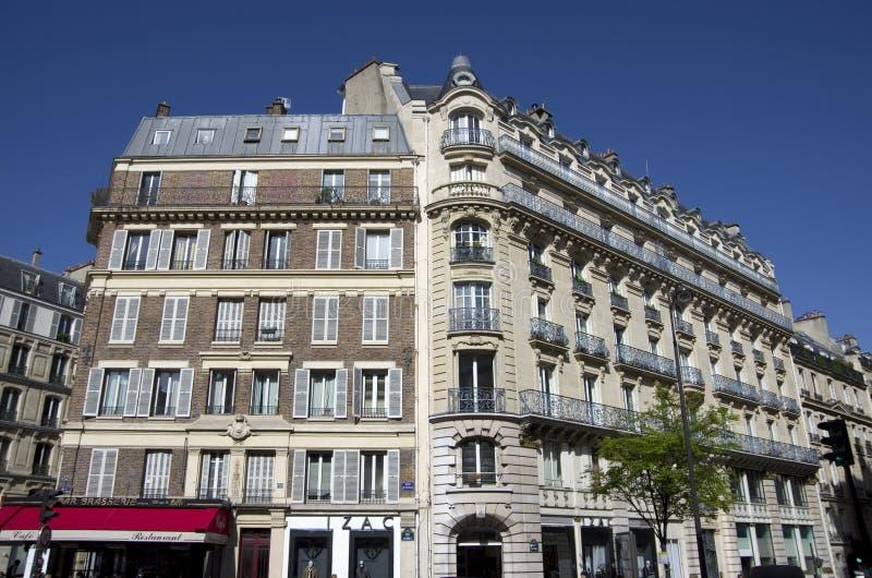 Vieux appartements chers de Paris photos stock