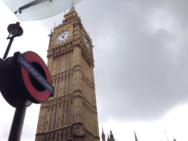 vieux avec nouveau Grand Ben Londres au fond image libre de droits