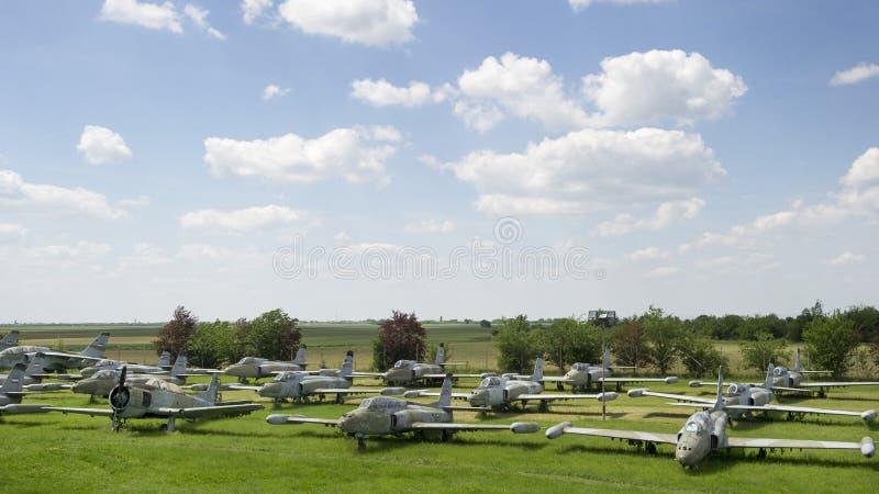 Vieux avions de chasse militaires photographie stock libre de droits