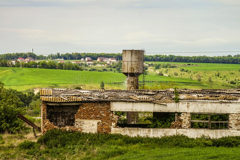 Vieux bâtiment agricole délabré images libres de droits