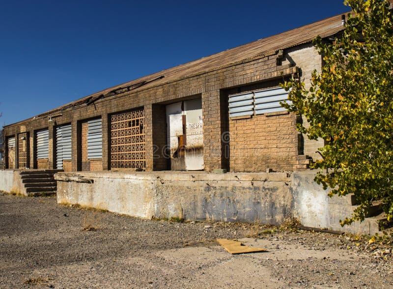 Vieux bâtiment commercial abandonné photographie stock