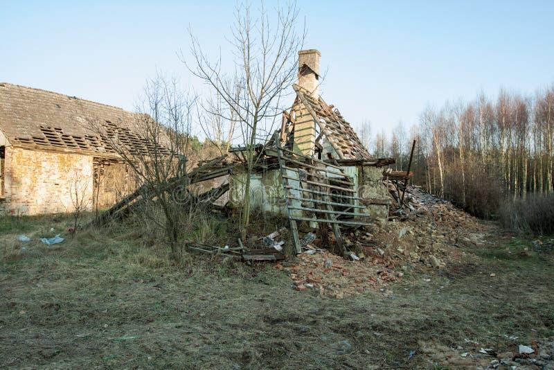 Vieux bâtiment démoli images libres de droits