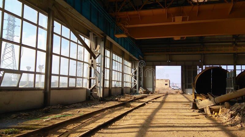 Vieux bâtiment d'usine, vieille lampe photographie stock