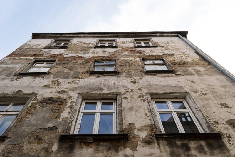 Vieux bâtiment de la deuxième guerre mondiale photo libre de droits