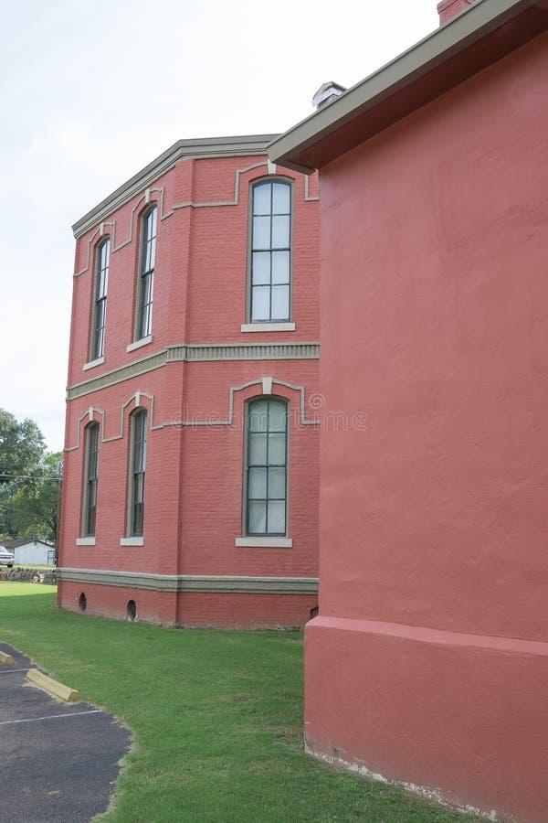 Vieux bâtiment de tribunal de brique rouge photos stock
