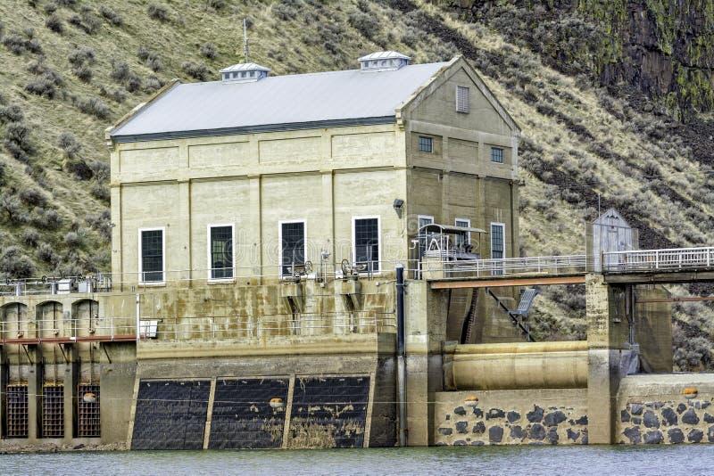 Vieux bâtiment qui fait partie d'un barrage de déviation près de Boise images stock