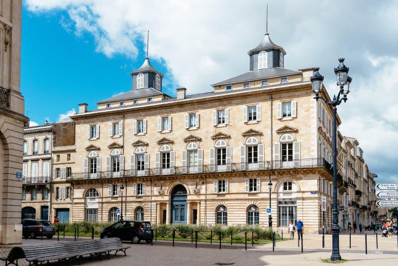 Vieux bâtiment résidentiel de luxe au centre historique du Bordeaux images stock