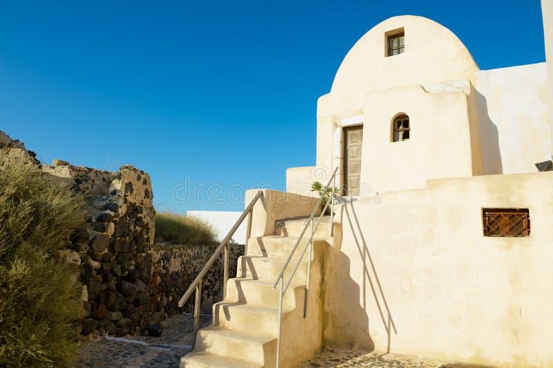 Vieux bâtiment résidentiel traditionnel à l'île de Santorini dans Pyrgos, Grèce image stock