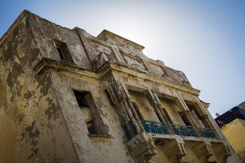Vieux bâtiment sur les rues d'Essaouira images libres de droits