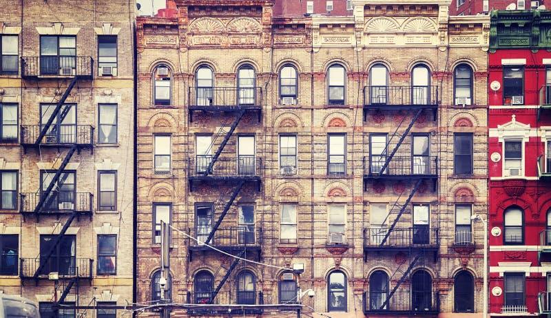 Vieux bâtiments avec les sorties de secours, NYC photos libres de droits