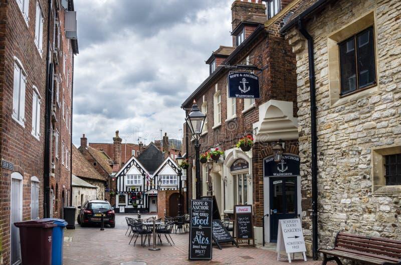 Vieux bâtiments en pierre et bars traditionnels en Angleterre image libre de droits