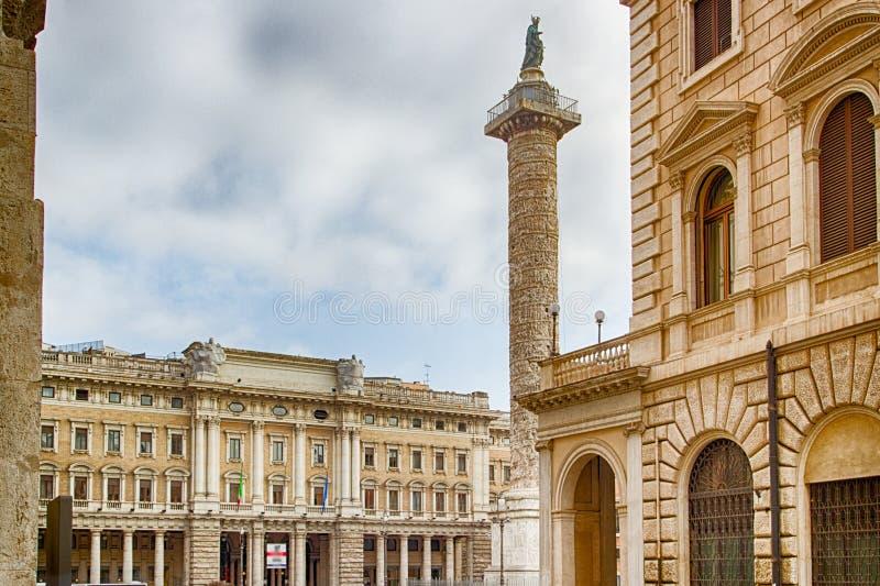 vieux bâtiments le long des rues de Rome image libre de droits